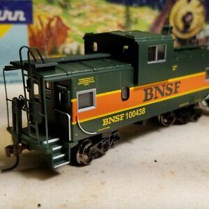 HO-Athearn-BNSF-caboose-car-for-train-set-New-RTR-Burlington-Northern-Santa
