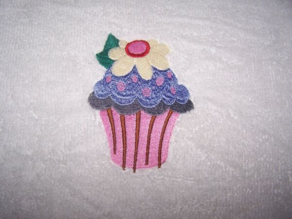"""personalized Embroidered Cupcake Swimming/bath Towel"" 100%cotton"