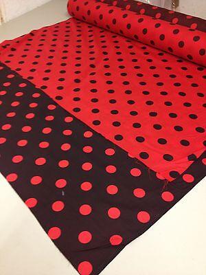 En polycoton tissu rouge avec des taches noires 25 mm spots pois polka dot