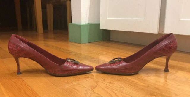 d7e46f3d65760 MANOLO BLAHNIK Burgundy Alligator Crocodile Pump Heels W Horn Buckle 41/10