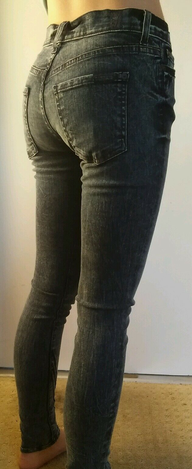 7 for all mankind Gwenevere High Waist Medium Wash Skinny jeans size 24 X 28