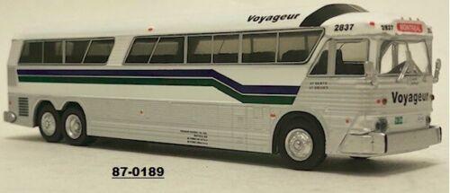 Iconic Replicas 1//87  87-0189  HO Scale MCI MC-7 Challenger Bus Coach  VOYAGEUR