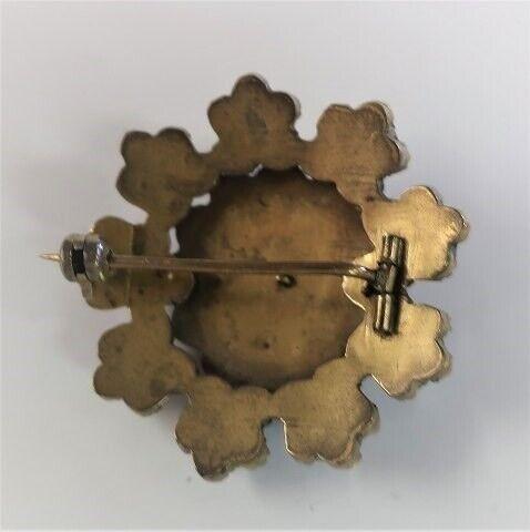 Broche, Broche med granat sten. Diameter 31 mm.