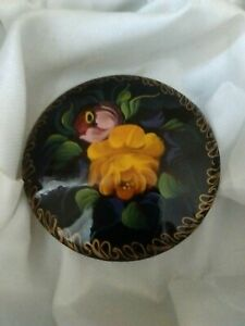 Vintage-Russian-Hand-Painted-Flower-Papier-Mache-Lacquered-Signed-Brooch-Pin