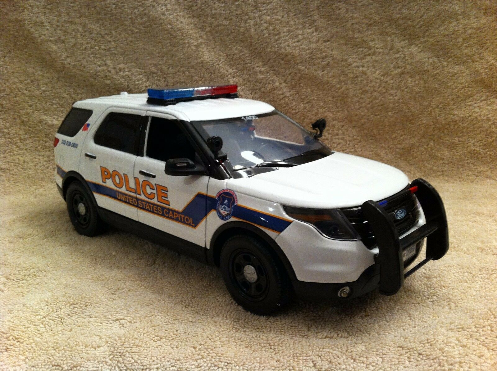 1 18 SCALE U.S CAPITOL POLICE FORD SUV UT DIECAST WITH WORKING LIGHTS AND SIREN