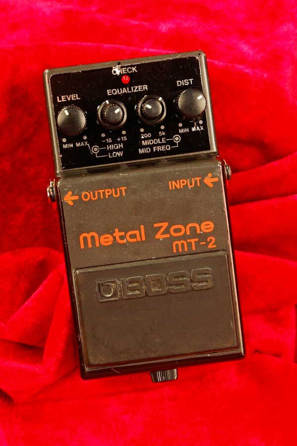 BOSS METAL ZONE MT-2 Distortion + Versatile Equalizer