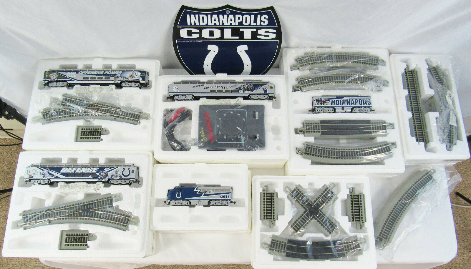 New Hawthorne Village Bachmann Indianapolis Colts Superbowl NFL Train Set - COAs