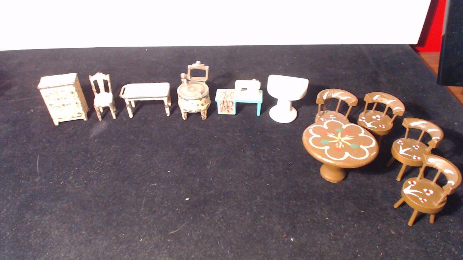 ANTIQUE VINTAGE DOLLHOUSE KILGORE & OTHER wooden plastic and porcelain 11 PIECES