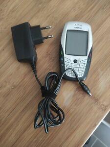 Téléphone portable Nokia 6600 entres bon état avec chargeur d'origine.