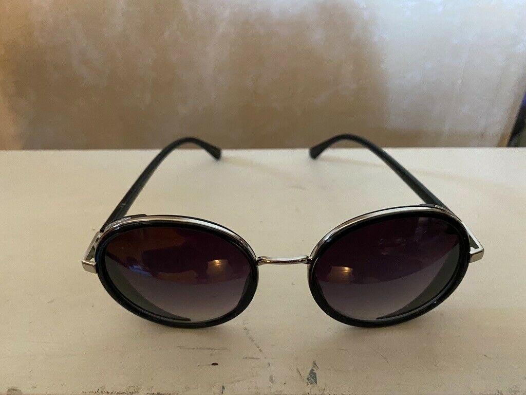Betsey Johnson Sunglasses Black Excellent condition