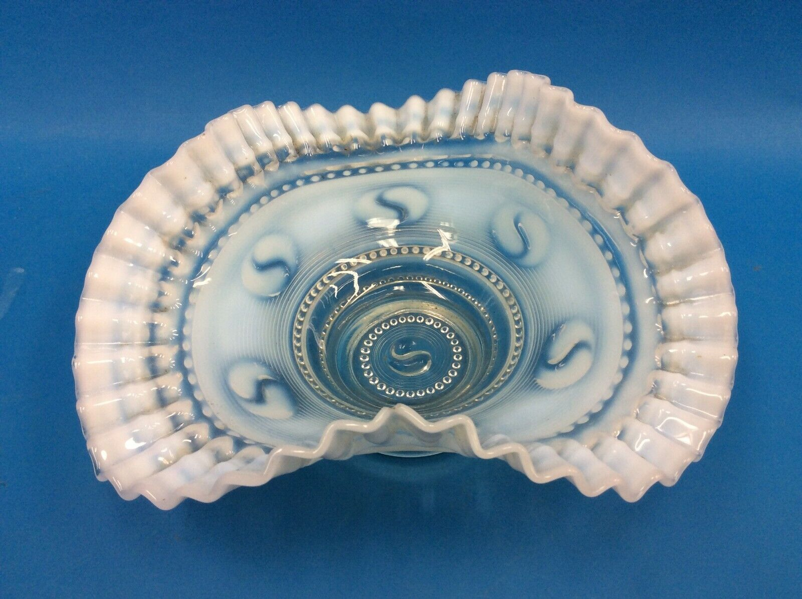 Depression Glass Weiß Blau Swirl Fenton Style Fluted Edge Bouquet Bowl
