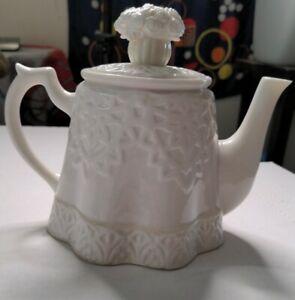 Lenox Butler's Pantry Garden Party White Lace Flower Bouquet Tea Pot