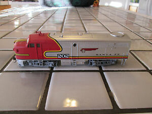 SANTA FE powered engine HO scale