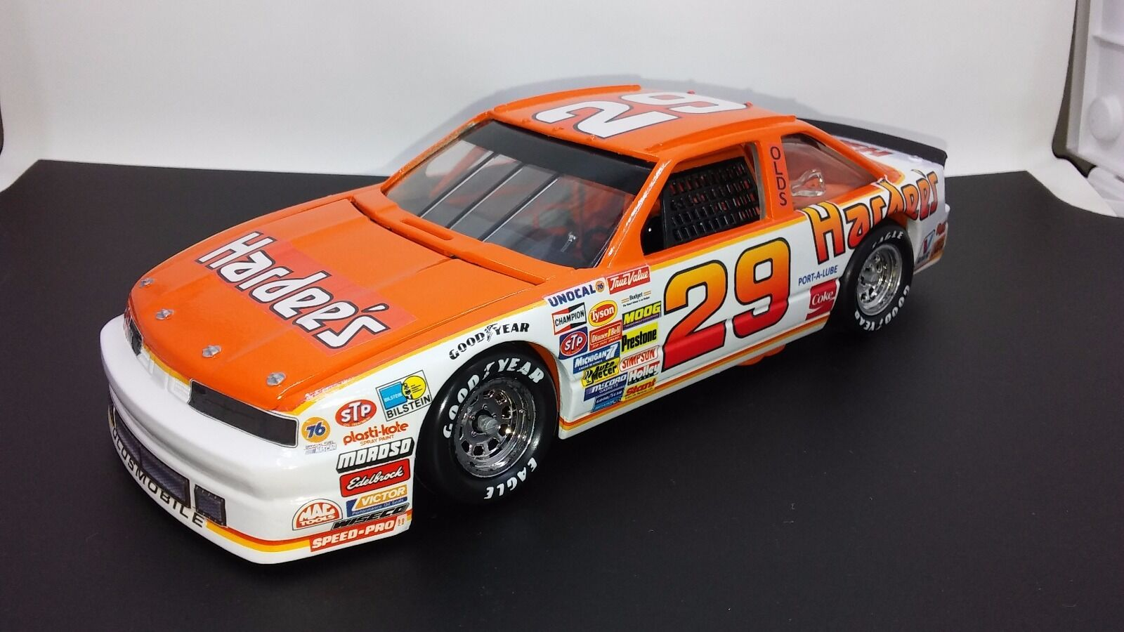 Raro 1988 Cale Yarborough NASCoche Winston Cup Series  29 Hardees 1 24 Diecast
