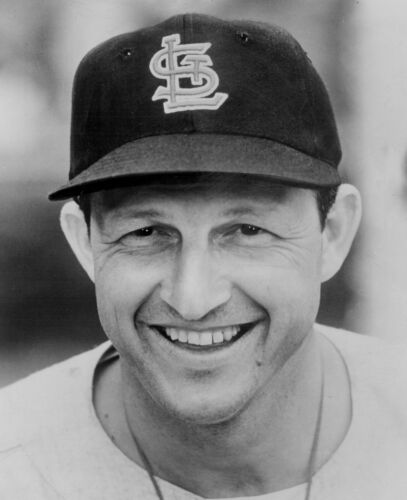 AWESOME CARDINALS STAN MUSIAL HALL OF FAME LEGEND  IN THIS GREAT CLOSE UP 8x10