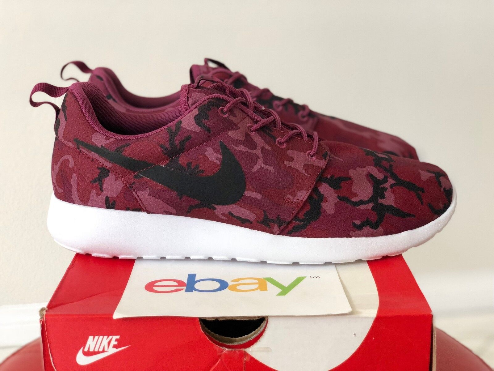 DS Mens Nike Rosherun RED CAMO Print Sizes 9-13 black white one 1 run 655206 660