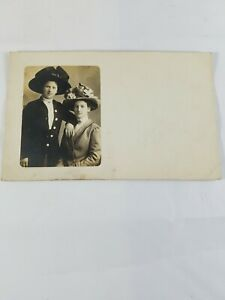 Vintage-Real-Photo-Post-Card-2-Dressed-Up-Ladies-in-Flowery-Hats-AZO-1910-039-s