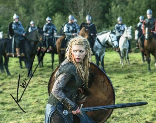 KATHERYN WINNICK VIKINGS AUTOGRAPHED SIGNED A4 PP POSTER PHOTO PRINT 14