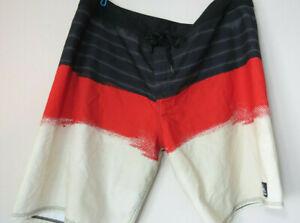 vtg-QUIKSILVER-SWIM-TRUNKS-SHORTS-Men-039-s-Cool-Red-White-and-Black-Design-Surf