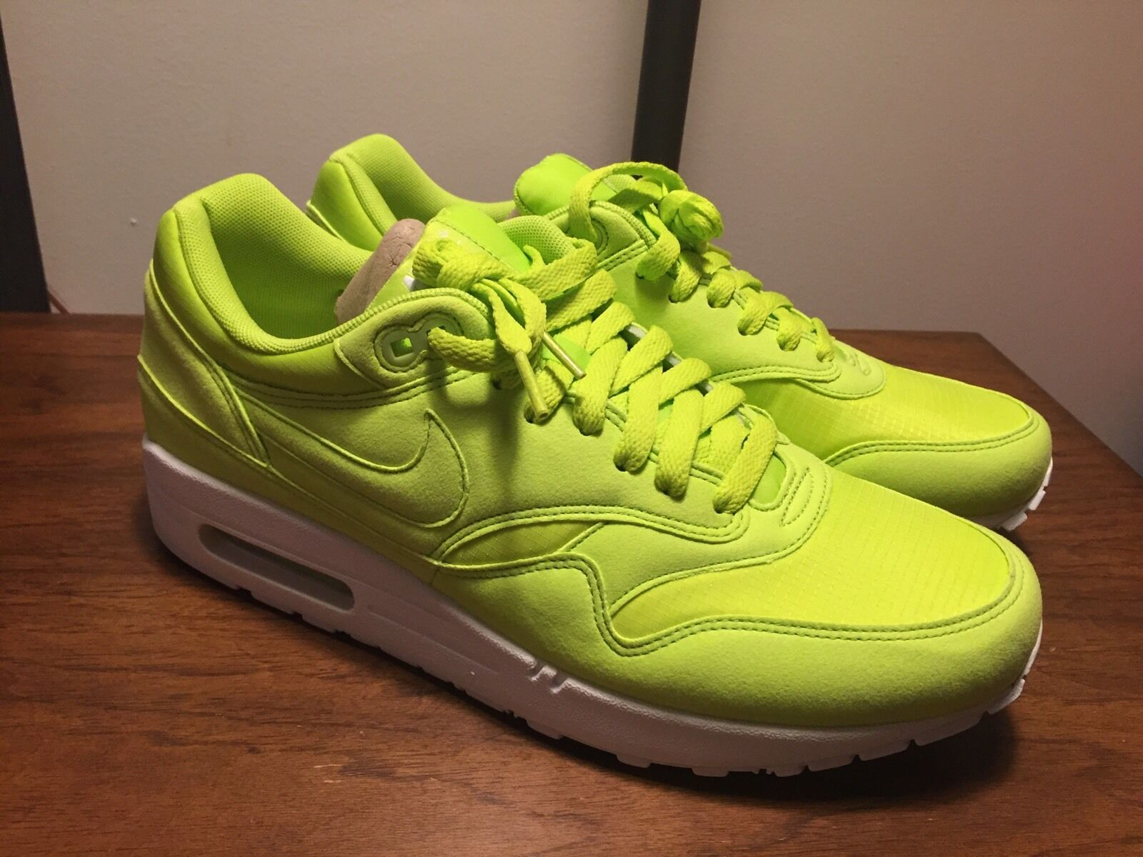 best-selling model of the brand NEW Nike Air Max 1 One Sneaker Green Tennis Ball NIB DS 9M Supreme 308866-331