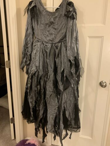 Gilrs Haloween Witch Costume Size 16 With matching