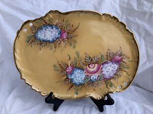 Vintage-Vanity-Tray-With-Flowers