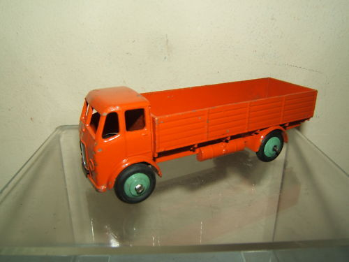 VINTAGE DINKY TOYS MODEL  No.25r FORWARD CONTROL LORRY   ( orange VERSION )
