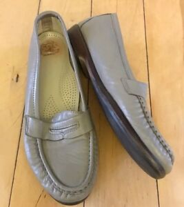 Shoes Size 8.5 Genuine Comfort Shoes