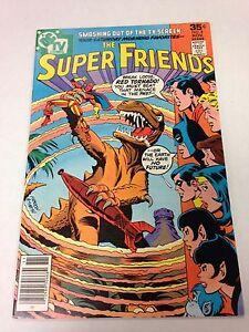 The-Super-Friends-8-November-1977-Super-Twins