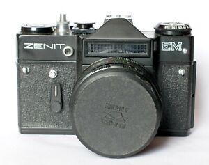 Zenit-EM-in-black-with-Helios-58mm-lens-including-case