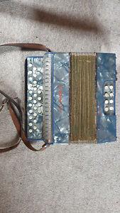 Beautiful small Hohner Preciosa button accordion  in C/F (?)  Tornisteraccordeon