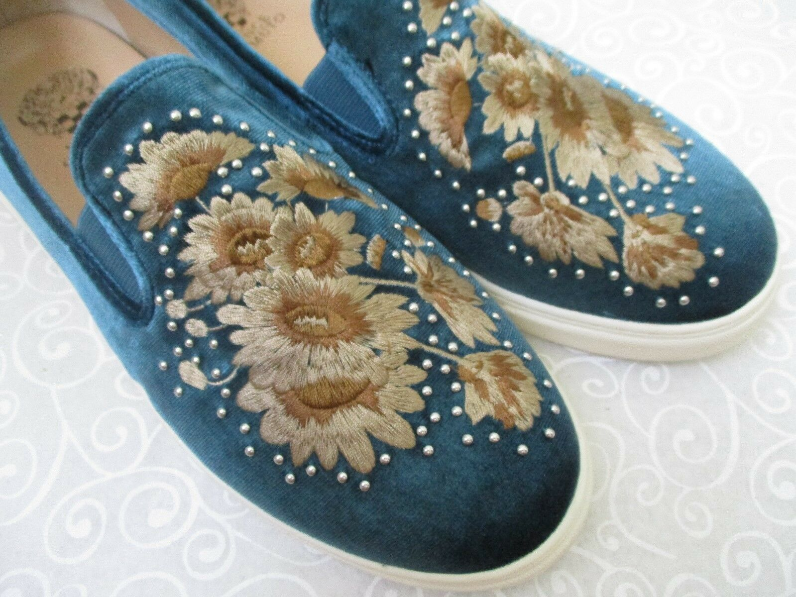 VINCE CAMUTO BRANDIA PEACOCK EMBROIDERED EMBROIDERED EMBROIDERED VELVET SNEAKERS SIZE 11M - NEW a4e18a