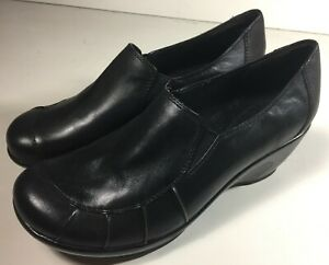 NICE-Bare-Traps-Womens-Size-9-5M-Black-Leather-Slip-on-Wedge-Loafer-2-5-034-Heel