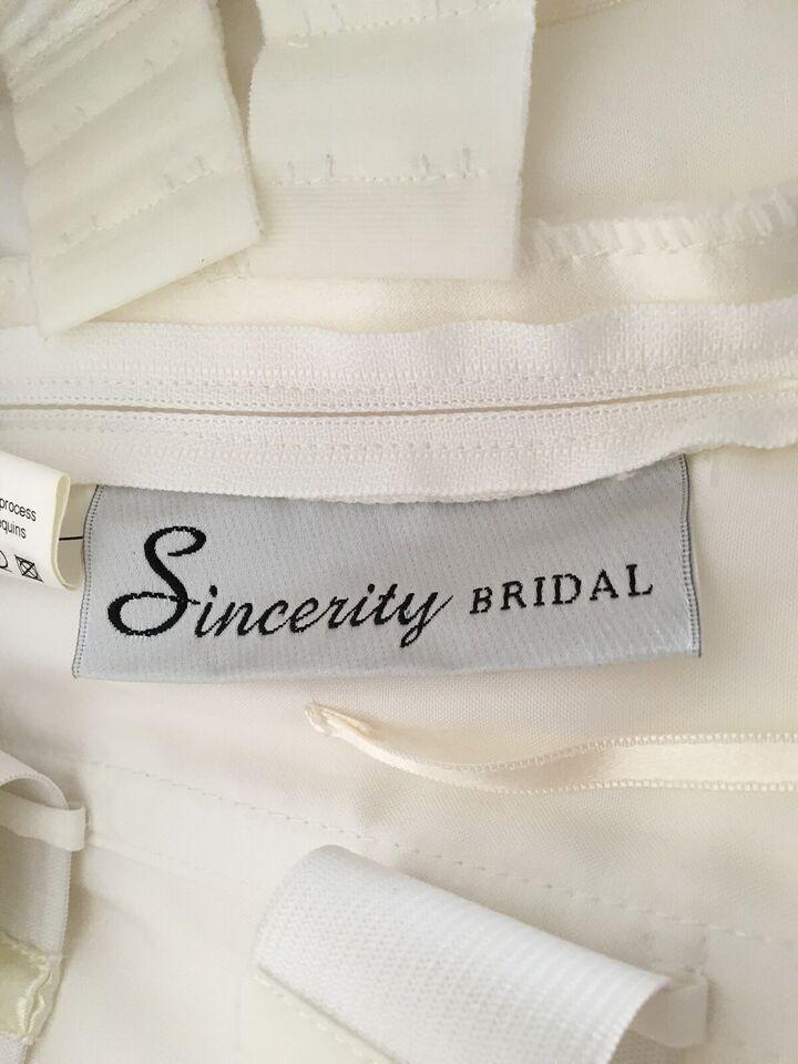 Brudekjole, Sincerity Bridal, str. 36