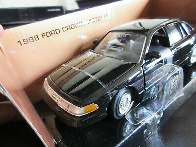 MotorMax 1:24 1997 Ford Crown Victoria P71 Interceptor ...