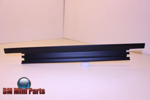 BMW F2x F3x Lower Radiator Sealing 17517600544