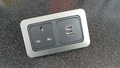 CARAVAN/MOTORHOME CLINE/CBE TWIN USB SOCKET 5 VOLT 1.5 AMP & 1X 240 VOLT SOCKET