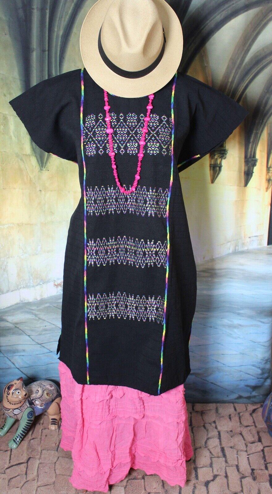 Mexican Dress Huipil Kaftan Hand Woven schwarz & Rainbow Farbes Cotzocon Fiesta