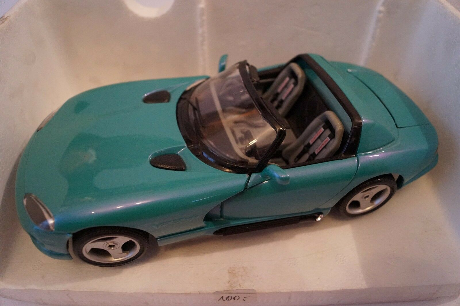 BURAGO voiture miniature 1 18 DODGE viper rt 10 spécial vernis  en OVP