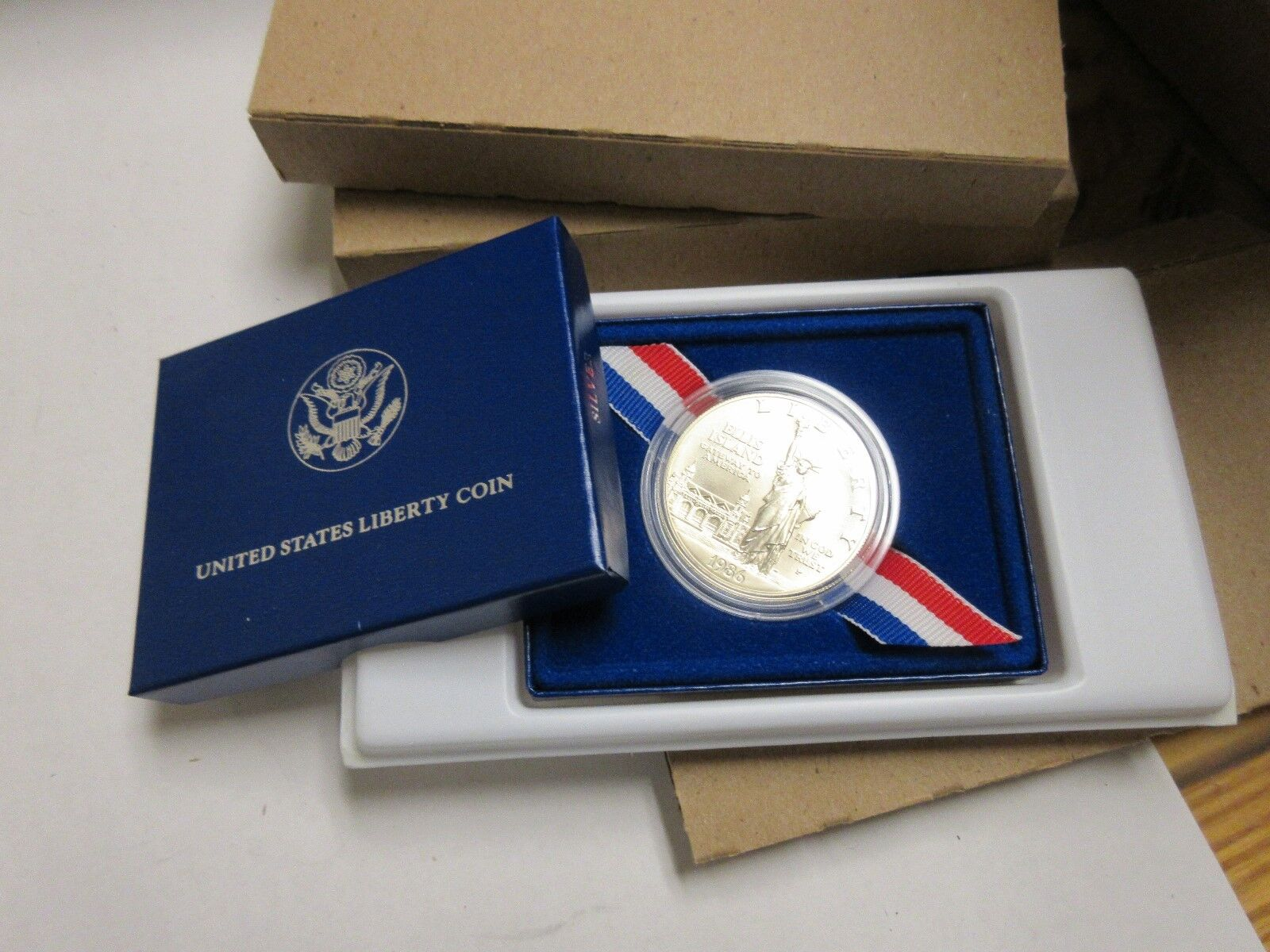 1986-P , US Liberty Silver Dollar Coin , New in Box , L