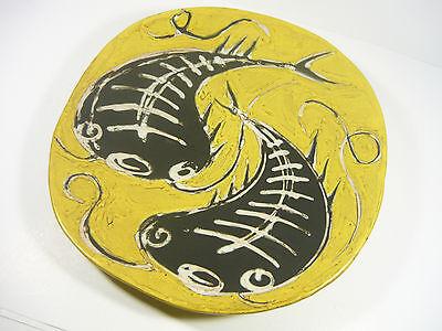 "GORKA LIVIA, YELLOW RETRO WALL PLATE WITH BLACK FISH 11.3"", 1950'S ART POTTERY !"