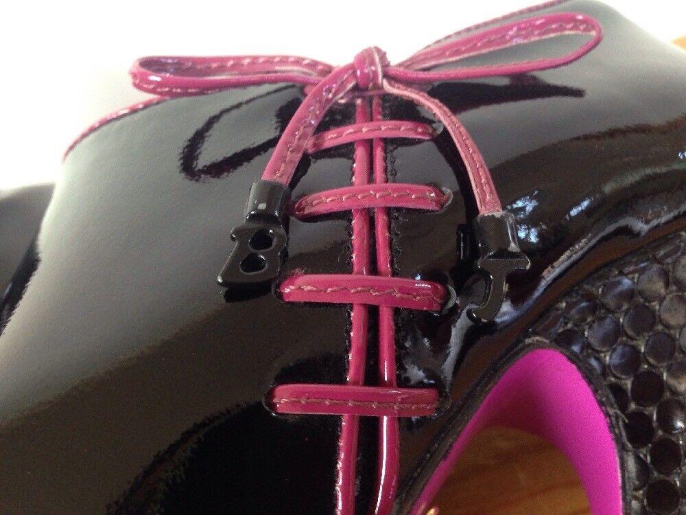 Betsey Johnson Johnson Johnson Black Patent Leather Pink Bows Spike High Heels Booties 7M 37.5 ec7587