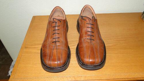 Pair of Men's Venturini Shoes Size 9