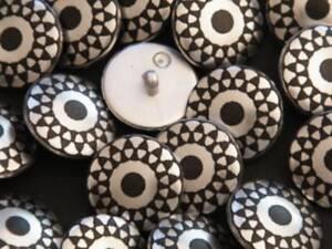 13-schoene-metallisierte-Knoepfe-silbermatt-schwarz-12mm