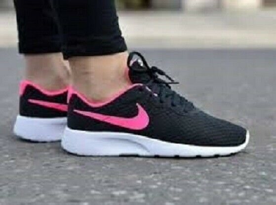 Nike TANJUN (GS) Girls Size 3.5Y Black/Hyper Pink-White Sneakers  818384-061 NIB