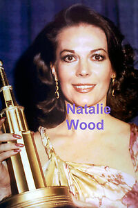 NATALIE-WOOD-WITH-AN-AWARD-ROBERT-WAGNER-WIFE-RARE-UNSEEN-PRESS-PHOTO