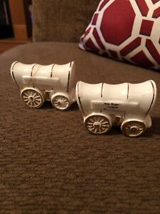 Vintage-Souvenir-034-Stagecoach-Salt-and-Pepper-Shakers-Roy-Rogers-Museum