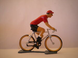 COUREUR CYCLISTE MAILLOT ROUGE VAINQUEUR DU TOUR D ESPAGNE / PLOMB 50 MM