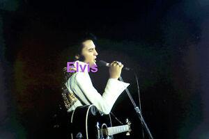 ELVIS-PRESLEY-WITH-A-GUITAR-CONCERT-TOUR-DERKE-PHILLIPS-PHOTO-CANDID-2