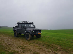Land Rover defender 110 pick up tombraider limited edition